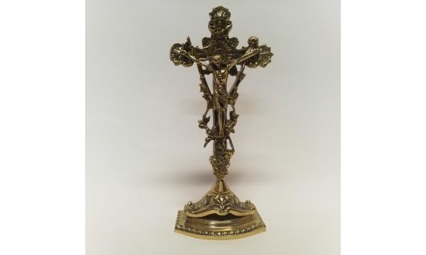 Kryžius pastatomas žalvarinis