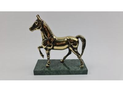 Statulėlė žalvarinis arklys ant akmens pagrindo