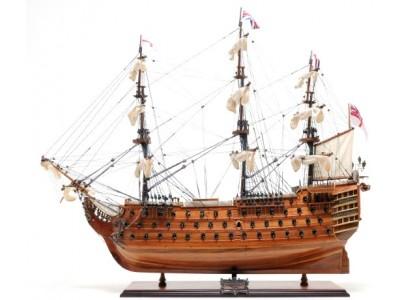 """Istorinio Anglijos burlaivio """"HMS Victory"""" modelis"""