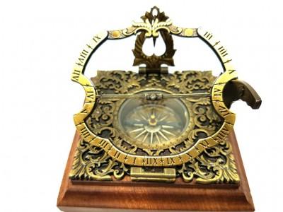 Istorinis Augsburgo saulės laikrodis - kompasas