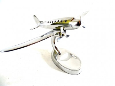 Dviejų variklių lėktuvo modelis