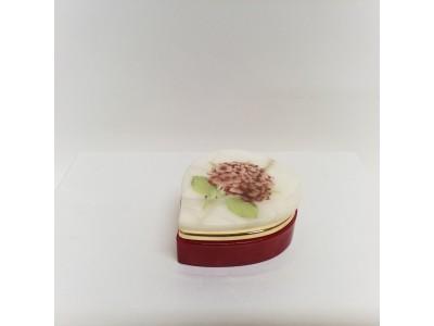 Alebastro papuošalų dėžutė