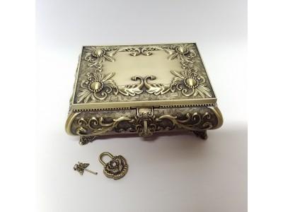 Papuošalų dėžutė su spynele