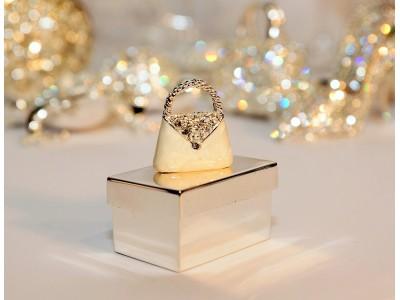 Dėžutė žiedams su rankinės dekoracija