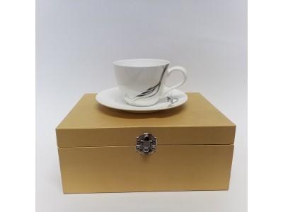 Puodelis kavai su lėkštute - English Collection