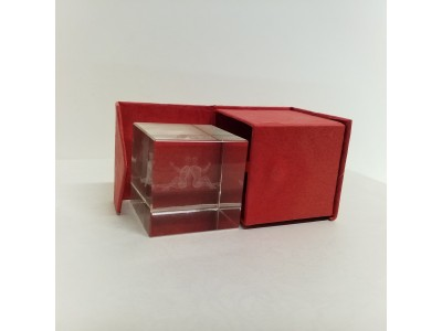 """Stiklo kubas su 3D zodiako ženklu """"Dvyniai"""""""
