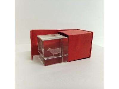 "Stiklo kubas su 3D zodiako ženklu ""Jautis"""