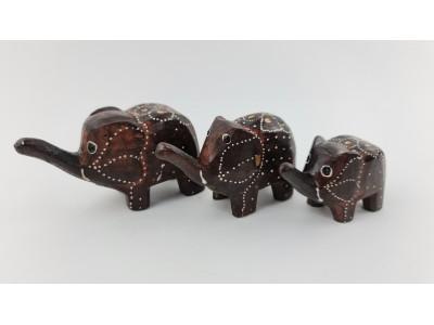Medinių drambliukų šeima - statulėlės 3 vnt.