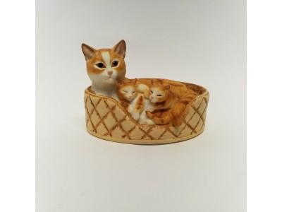 Statulėlė - katė su kačiukais