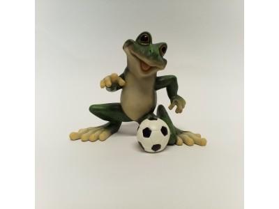 Statulėlė - varlė su futbolo kamuoliu