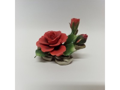 Dekoracija - raudona rožė