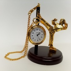 Statulėlė - karatistas su kišeniniu laikrodžiu