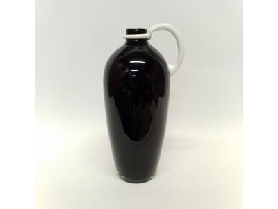 Juoda stiklinė vaza