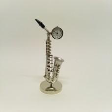Saksofonas su laikrodžiu