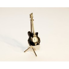 Bosinė gitara su laikrodžiu