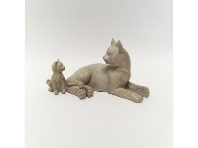 Statulėlė katė su kačiuku