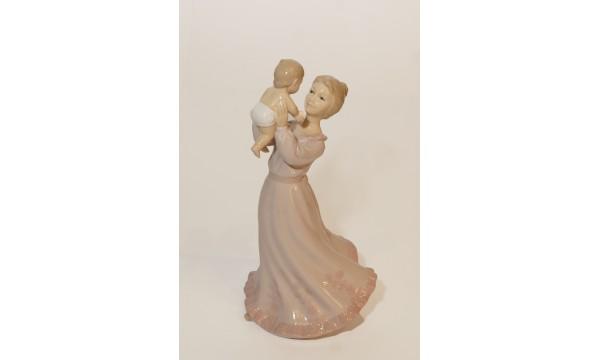 Statulėlė - mama su kūdikiu