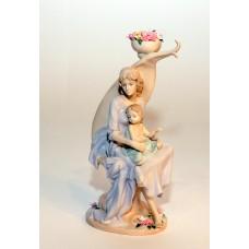 Statulėlė - moteris su kūdikiu